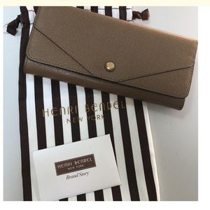 Henri Bendel Classic Clip wallet with card holder